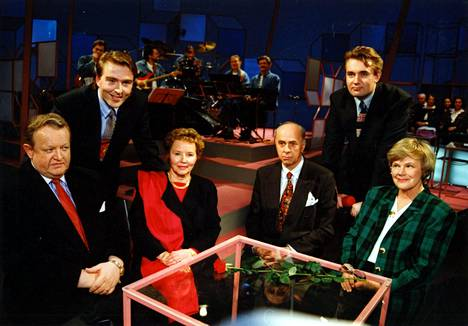 Martti Ahtisaaren ja Elisabeth Rehnin visailu puolisoineen keräsi ruutujen ääreen 1,8 miljoonaa suomalaista.