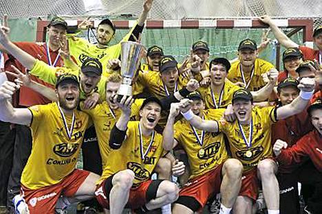 Cocks on voittanut SM-kultaa neljänä vuonna peräkkäin. Kuva kevään 2009 kultajuhlista.