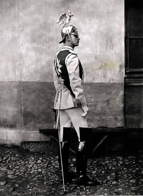Carl Gustaf Emil Mannerheim palveli tsaari Nikolai II:n henkivartiokaartissa.