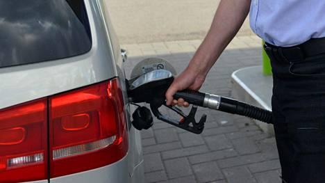 Polttoaineen verotus kiristyy elokuun alussa.