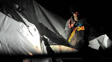 Bostonin pommimies Dzhohar Tsarnajev kuvattiin verisenä heti pidätyksen jälkeen.
