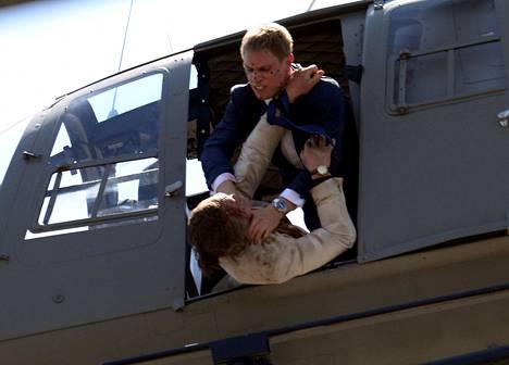 Stunt-näyttelijät hoitivat kaikkein rajuimmat tappelukohtaukset lentävässä helikopterissa.