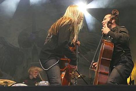 Astetta äksympää Apocalypticaa, kuvailee rumpali Mikko Sirén sotapeliin säveltämäänsä musiikkia.