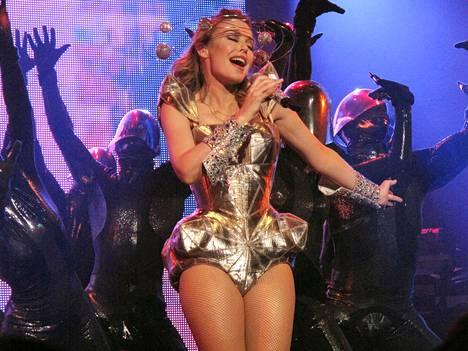 Poptähti tunnetaan näyttävistä esiintymisasuistaan. Kuvassa laulajan tyylinäyte vuodelta 2009.