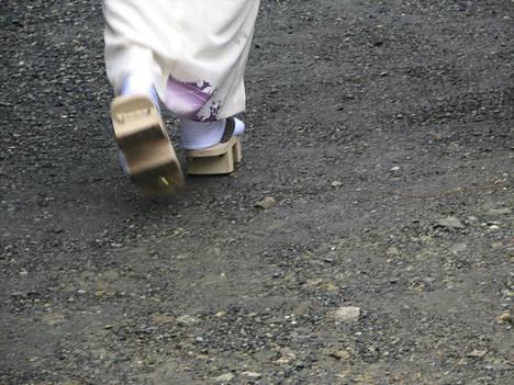 Geta-sandaaleita näkyy Kiotossa usein.