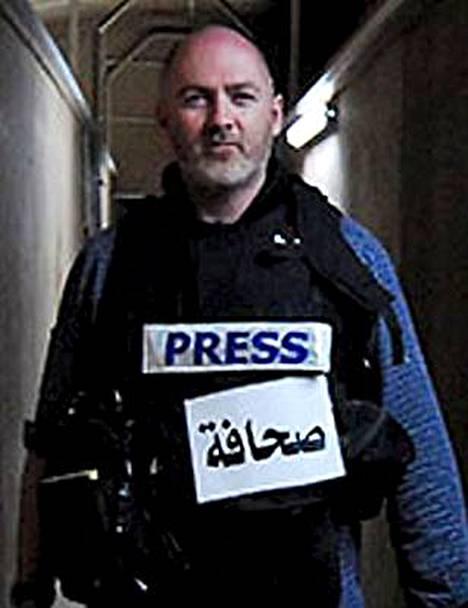 Brittitoimittaja Stephen Farrellin vapauttamiseen osallistui suuri joukko Nato-sotilaita. Taleban-liike sieppasi Farrellin tämän yritettyä päästä seudulle, jossa Nato oli tehnyt ilmaiskun.
