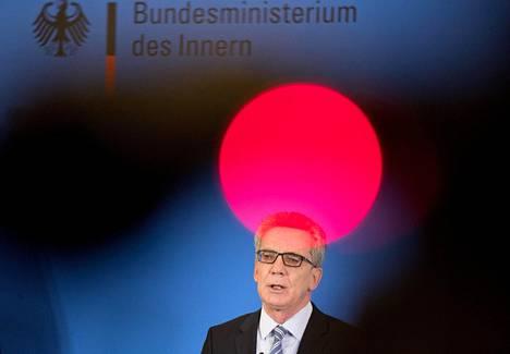 Saksan sisäministeri Thomas de Maiziere tiedotustilaisuudessa viime viikon torstaina.