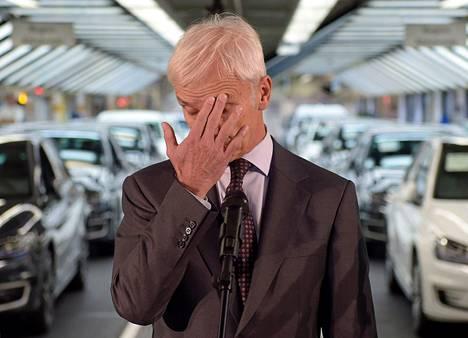 Volkswagenin pääjohtaja Matthias Müller sai päästökohun jälkeen ikäviä terveisiä Auto-Bildiltä.