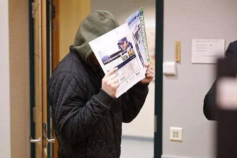 Käräjäoikeus määräsi 20-vuotiaan vangittavaksi todennäköisin syin yllytyksestä murhaan.
