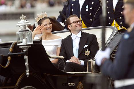 Kruununprinsessa Victoria ja prinssi Daniel saivat toisensa kuninkaallisissa häissä 2010.