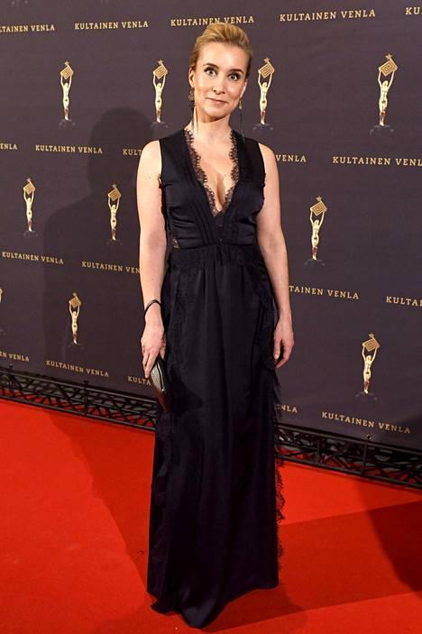 Salatut elämät -ohjelmasta tunnettu näyttelijä Nora Rinne pukeutui pitsiin.