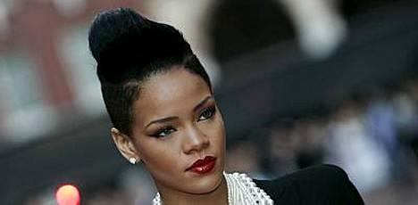 Rihanna ja Chris Brown hierovat sopua.