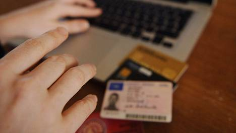 Kouvolan Sanomat kertoo tapauksesta, jossa naiselta varastetulla identiteetillä kirjauduttiin jopa synnytyssairaalaan.