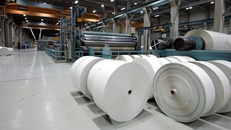 Jämsän Kaipolan paperitehtailla on kolme paperikonetta ja se työllistää noin 450 henkilöä. Tehdas aiotaan lakkauttaa viimeistään vuoden loppuun mennessä.