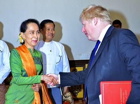 Aung San Suu Kyi otti vastaan Britannian ulkoministerin Boris Johnsonin viime viikonloppuna.