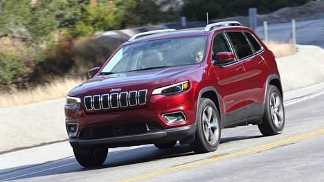 Jeep on onnistunut yllättävän pienillä muutoksilla tekemään Cherokeen keulasta paljon tähänastista tyylikkäämmän.