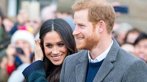 Kuningatar halusi maanantaina saada selvyyden Sussexin herttuaparin kohtaloon hovin riveissä.