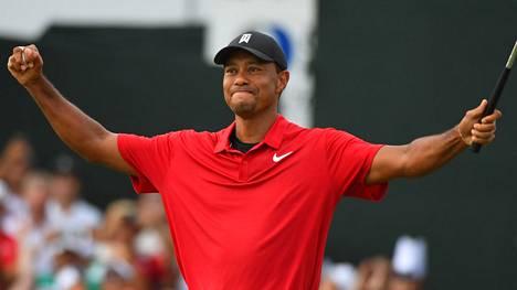 Donald Trump ja liberaalit räppärit innostuivat Tiger Woodsin yli viiden vuoden kuivan kauden katkeamisesta