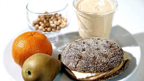Terveellisiä välipaloja ovat esimerkiksi hedelmät, marjat, pähkinnät ja täysjyväviljatuotteet kuten puurot ja leivät.