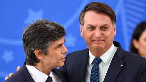 Nelson Teich ja Jair Bolsonaro kuvattiin vajaa kuukausi sitten Brasiliassa.