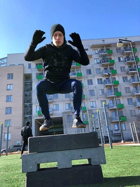 Hypyillä saa hikeä pintaan, voimaa jalkoihin ja sykkeetkin kohoamaan.