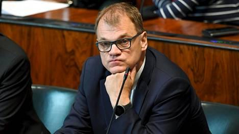 Keskustaa vuodesta 2012 asti johtanut Juha Sipilä jättää paikkansa puheenjohtajana syyskuun alussa. Sipilä jatkaa eduskunnassa riviedustajana. Kuvassa Sipilä eduskunnan täysistunnossa 28. kesäkuuta.