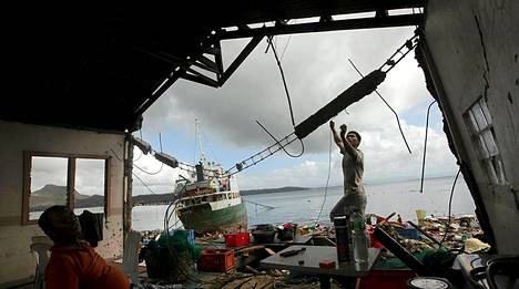 Taifuuni riepotteli asumuksia tavalla, joka jättää jättimäisen määrän ihmisiä kodittomiksi.