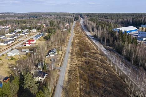 Suomen poliisi alkoi laittaa Uudenmaan rajat tiukkaan valvontaa koronaeristyksen ajaksi. Kuva rajalta Hyvinkäältä pohjoiseen päin.