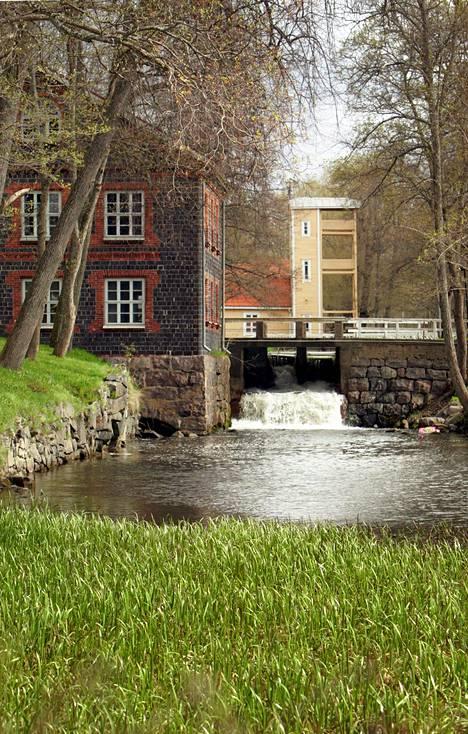 Putiikkeja, museo, näyttelyitä ja viehättäviä kahviloita. Matkailijalle Fiskars Villagessa on paljon nähtävää.