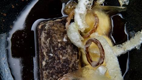 Finnjävelin varhaisessa rössypottuversiossa on samat raaka-aineet kuin alkuperäisessä versiossa: verta, puikulaperunaa, sipulia ja lientä.