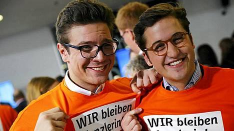 Jos hymy oli herkässä jopa liittokanslerilla, niin teki myös nuorilla kannattajilla.