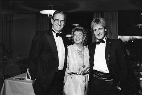 Riki Sorsa yhdessä vanhempiensa Esko Sorsan ja Margaretha von Bahrin kanssa. Kuva vuodelta 1987.