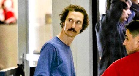 Matthew McConaughey kuvattiin Los Angelesin lentokentällä.