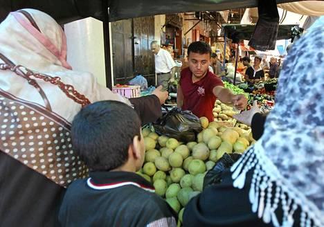 Tuhoista huolimatta torikauppa käynnistyi tulitauon alettua Gazan kaupungissa.