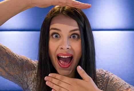 Sara Maria ponnahti julkisuuteen youtube-videoillaan. Nyt hänestä luodaan kansainvälistä tähteä.