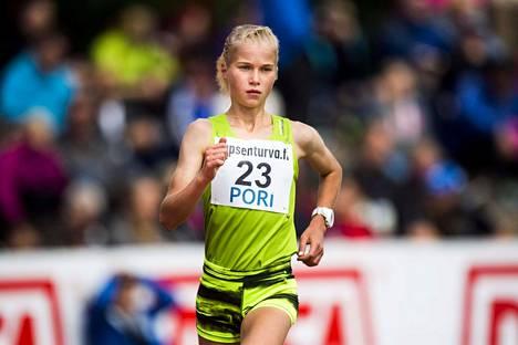 Alisa Vainio saa kehuja kuuluisammalta sukunimikaimaltaan.