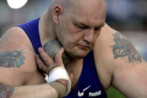Rautapallo lähti Mika Halvarin kourasta aikoinaan rivakasti.