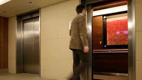 Thyssenkrupp olisi uutistoimistolähteen mukaan alkanut kiinnostua hissiliiketoimintojensa myynnistä, kun useat ostajaehdokkaat lähestyivät sitä.