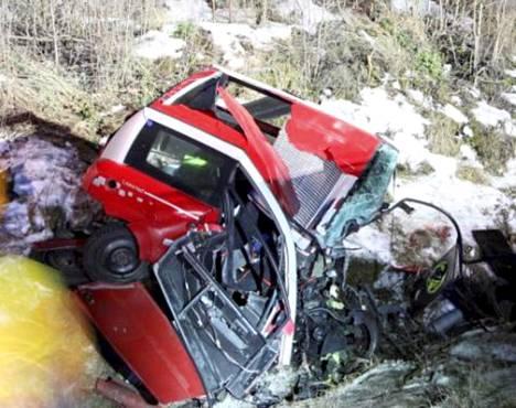 Turvavyön käyttäminen ei olisi pelastanut uhreja, koska mopoauton ohjaamo on tuhoutunut.