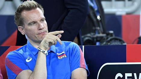 Koronavirusepidemia ei ole pysäyttänyt suomalaisen lentopallon suurnimiin kuuluvan Tuomas Sammevuon valmentamaa joukkuetta.