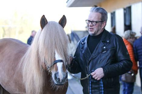 Omistaja Marko Vuolukka sai kokea toissa talvena upeita hetkiä H.V. Tuurin rinnalla Pariisissa.