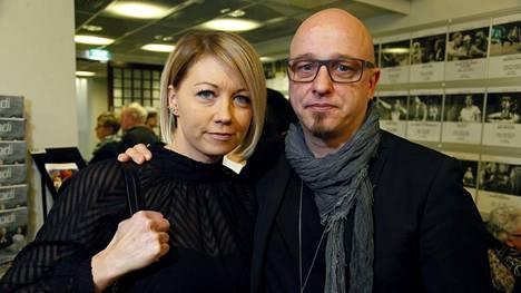 Sami Hintsanen ja avovaimonsa Varpu Nummela hakevat naapurilleen lähestymiskieltoa. Naapurusten välit ovat olleet riitaisat jo pitkään.