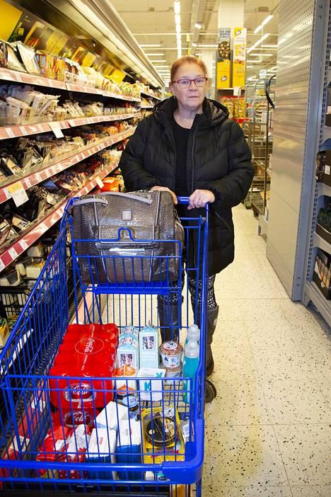 Kun taloudessa on kaksi eläkeläistä, ruokakustannukset ovat varsin vähäiset Merja Pursiainen kertoo.