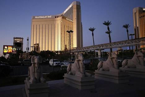 Aamu paljasti rikkoontuneet ikkunat hotellin 32 kerroksessa.