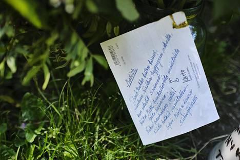 Matti Nykäsen haudalle oli jätetty perjantaina hänen syntymäpäivänään viesti.