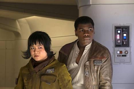Vietnamilaistaustainen Kelly Marie Tran joutui julman somepilkan kohteeksi, kun The Last Jedi -elokuva julkaistiin. Tran on puhunut avoimesti kohtaamastaan rasismista.