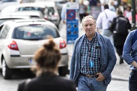 Hakkarainen on ollut kansanedustajana vuodesta 2011. Nyt hän muuttaa Brysseliin, mutta aikoo matkustaa Viitasaarella viikonloppuisin.