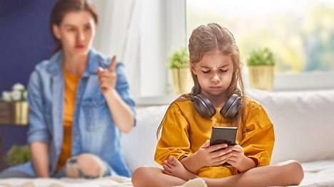 Erään kommentoijan mukaan lapsipuolilta voi olla vaikeaa saada kunnioitusta.
