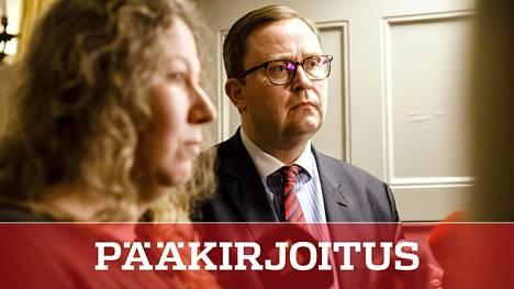 PAU:n puheenjohtaja Heidi Nieminen ja Paltan toimitusjohtaja Tuomas Aarto valtakunnansovittelijan toimistolla tiistaina aamupäivällä.