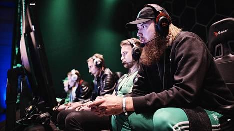 HAVU Gaming johtaa välieräsarjaa hREDSiä vastaan 3–1-tuloksella.